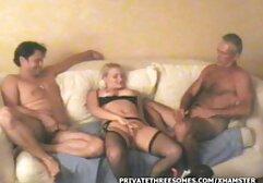 Una modella raffinata, Sarika, mostra i suoi donne mature sexy video bei seni.