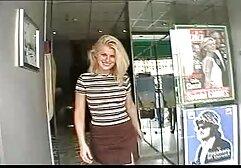 Bella ragazza video hard di donne mature con un dildo