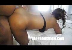 Bruna in lingerie video donne mature sexi nera succhiare uomini d'affari e lo posa sul letto.